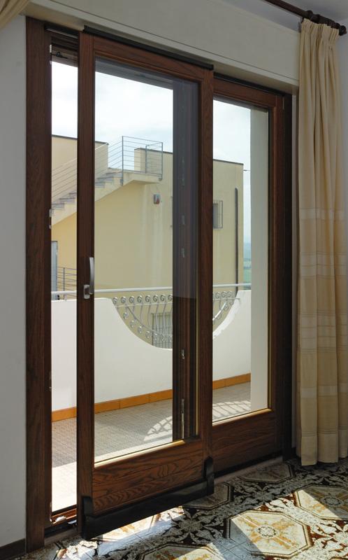 Baldelli infissi e porte in legno massello prodotto for Finestra basculante